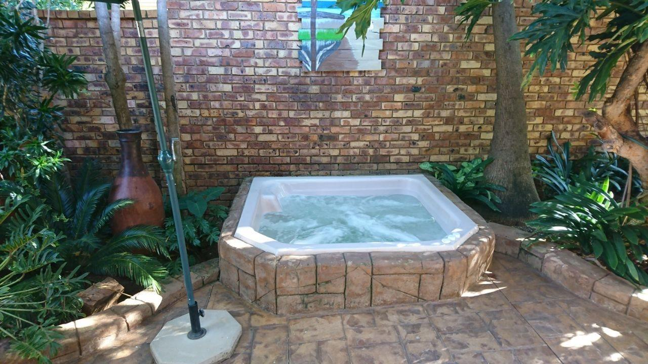 Theresapark property for sale. Ref No: 13566719. Picture no 6