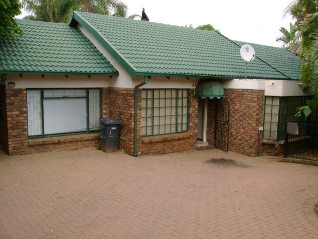 Rooihuiskraal property for sale. Ref No: 13524636. Picture no 1