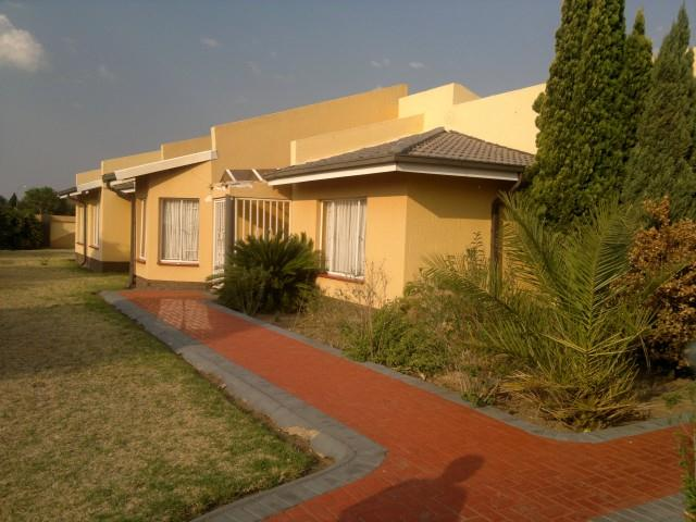 Falcon Ridge for sale property. Ref No: 13316587. Picture no 15