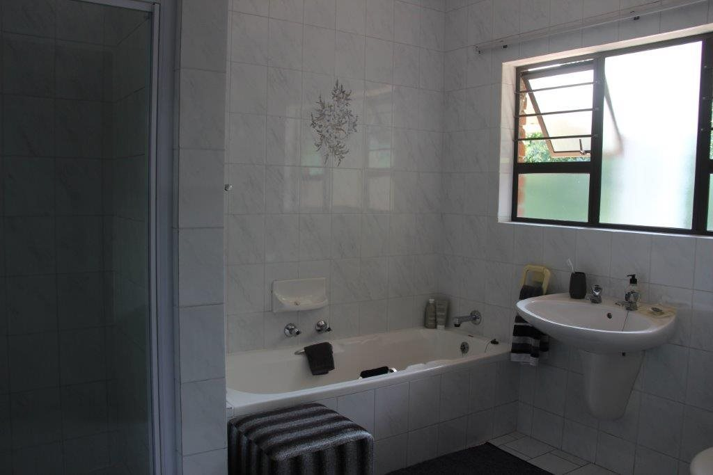 Uvongo property for sale. Ref No: 13529548. Picture no 16