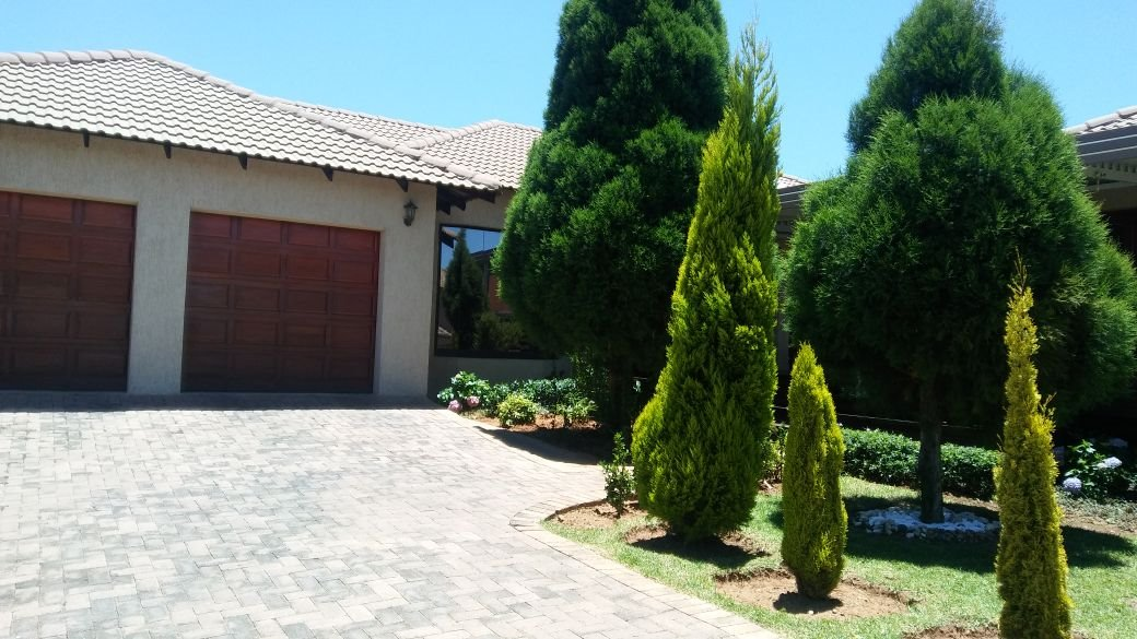 Willowbrook property for sale. Ref No: 13573739. Picture no 23