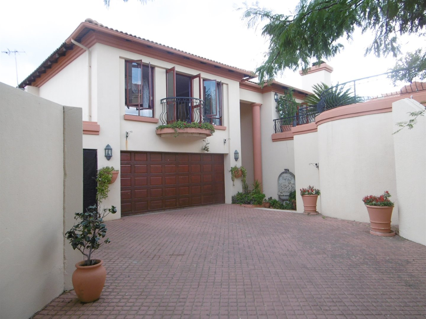 Bryanston property for sale. Ref No: 13464144. Picture no 1