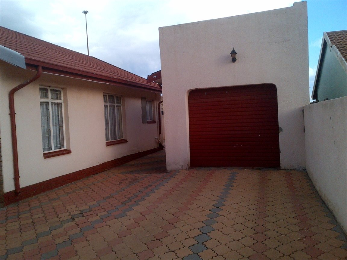 Sebokeng Zone 17 property for sale. Ref No: 12790084. Picture no 16