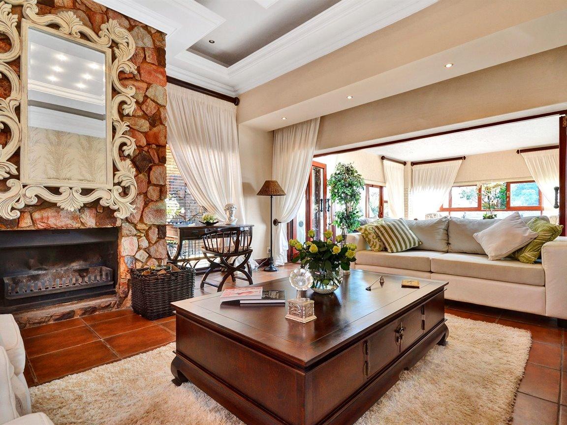 Glenvista property for sale. Ref No: 13390499. Picture no 8