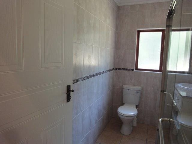 Margate property for sale. Ref No: 13320566. Picture no 21