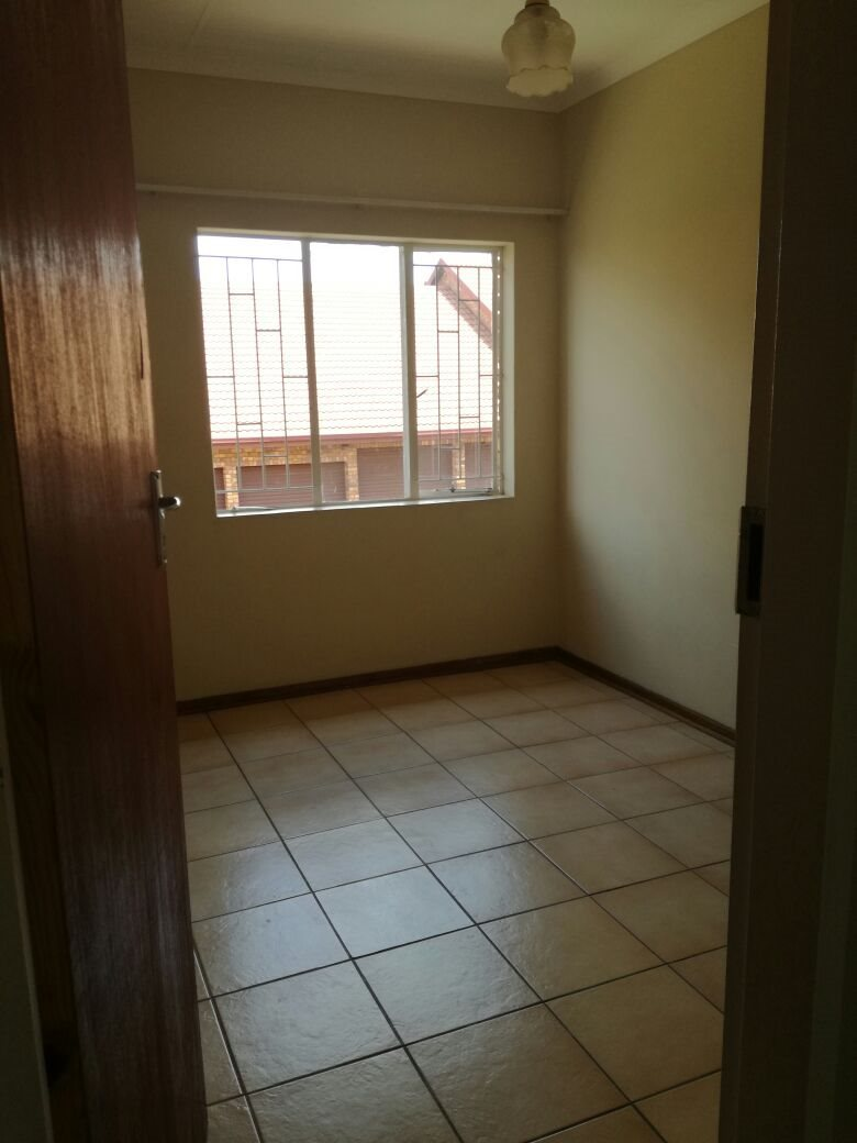 Zwartkop property for sale. Ref No: 13555163. Picture no 7