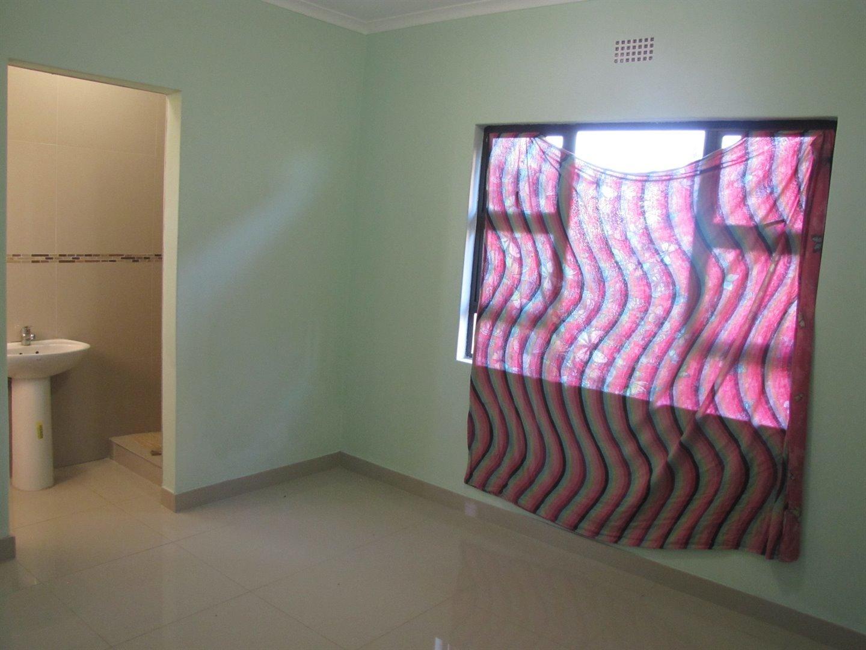 Lovu property for sale. Ref No: 13481638. Picture no 3