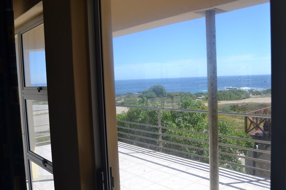Lamberts Bay property for sale. Ref No: 13394487. Picture no 24