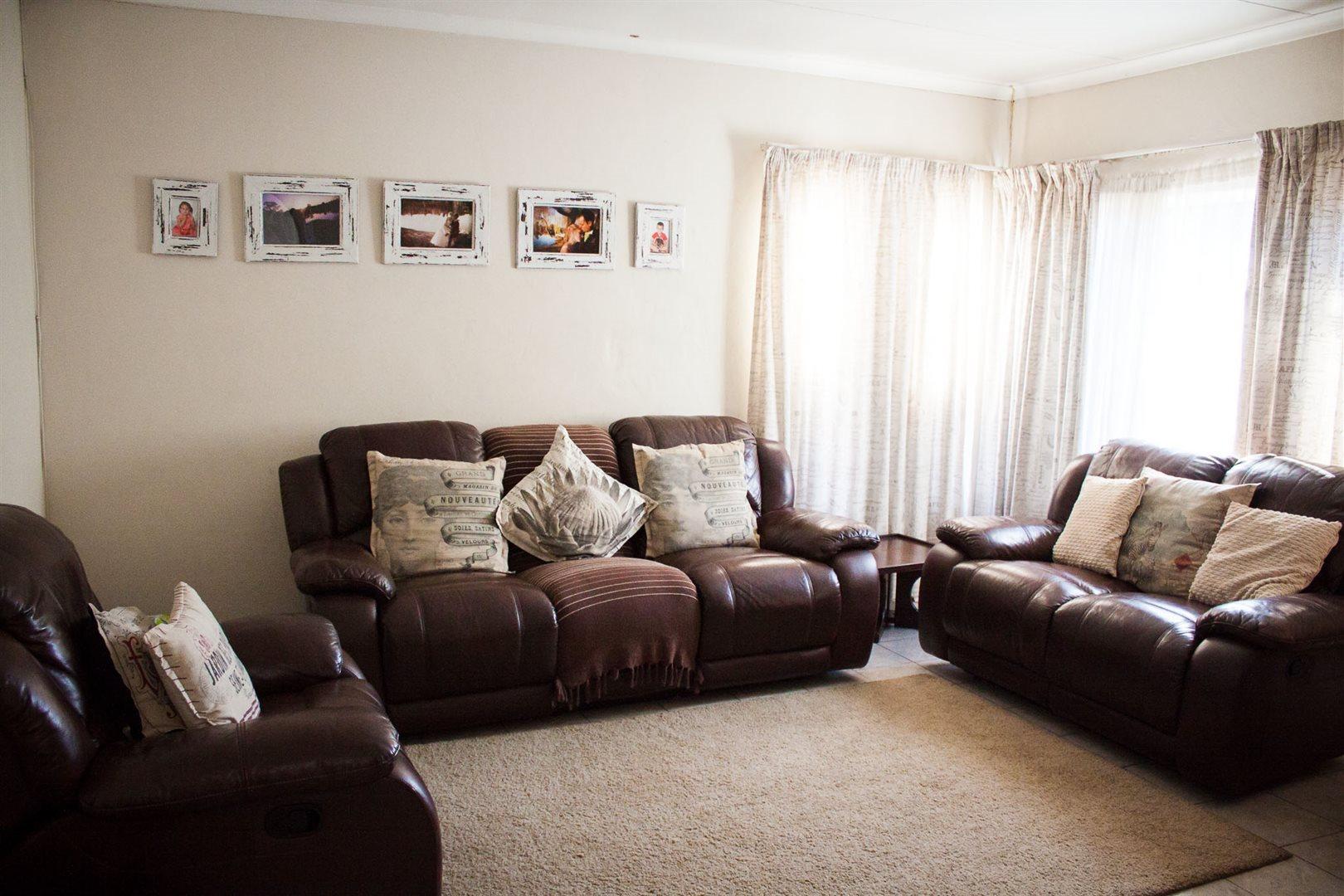 Zwartkop property for sale. Ref No: 13533274. Picture no 3