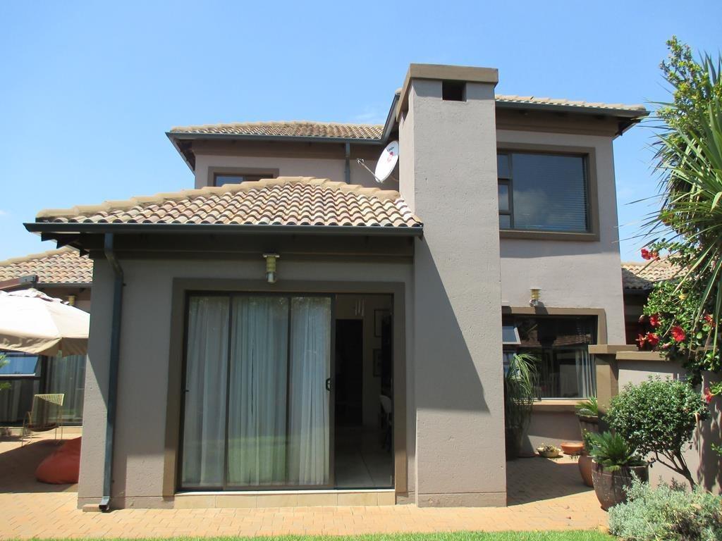 Midfield Estate property for sale. Ref No: 13537815. Picture no 2