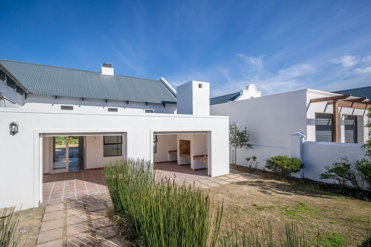 Property and Houses for sale in Somerset West (All), House, 5 Bedrooms - ZAR 4,950,000
