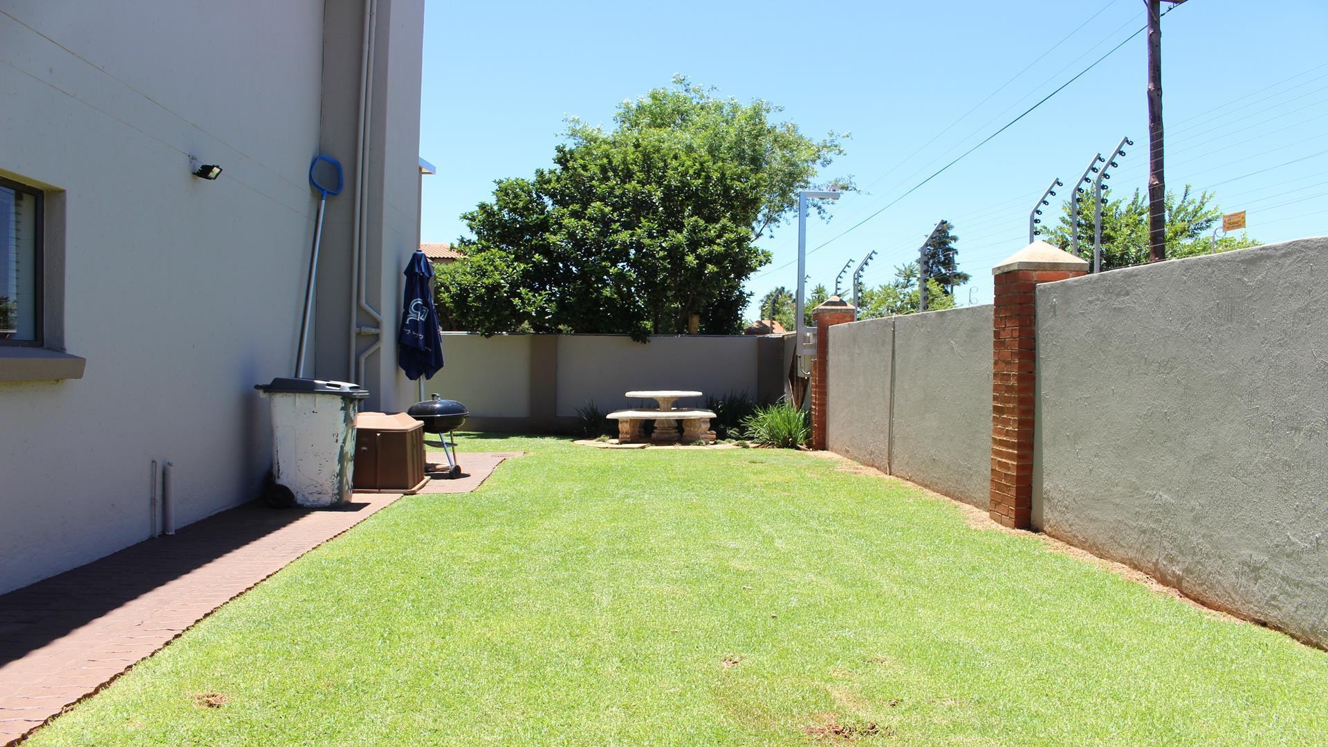 Raslouw Manor property for sale. Ref No: 13435098. Picture no 34