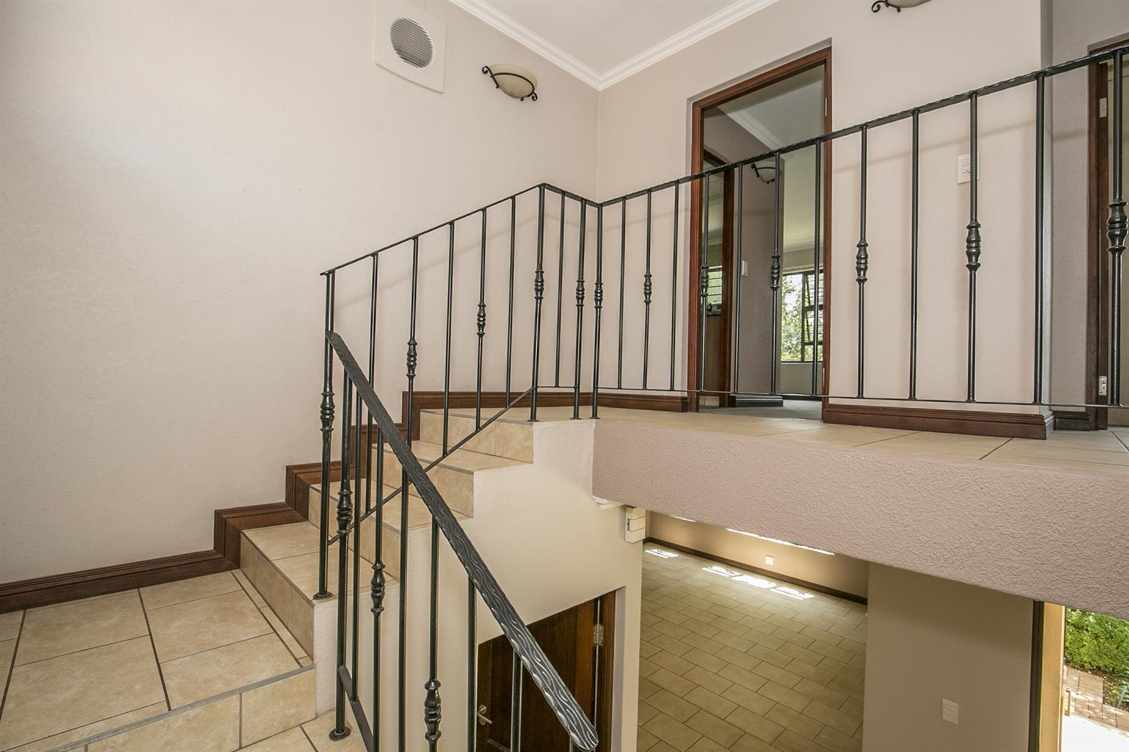 Fourways property for sale. Ref No: 13458374. Picture no 7