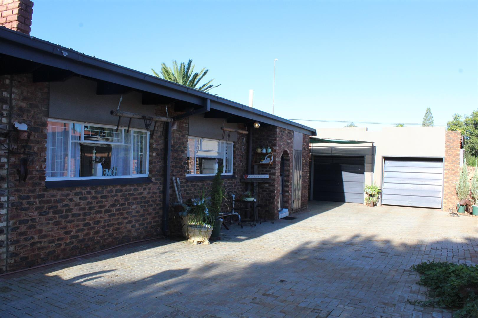 Suid Dorp property for sale. Ref No: 13460528. Picture no 1