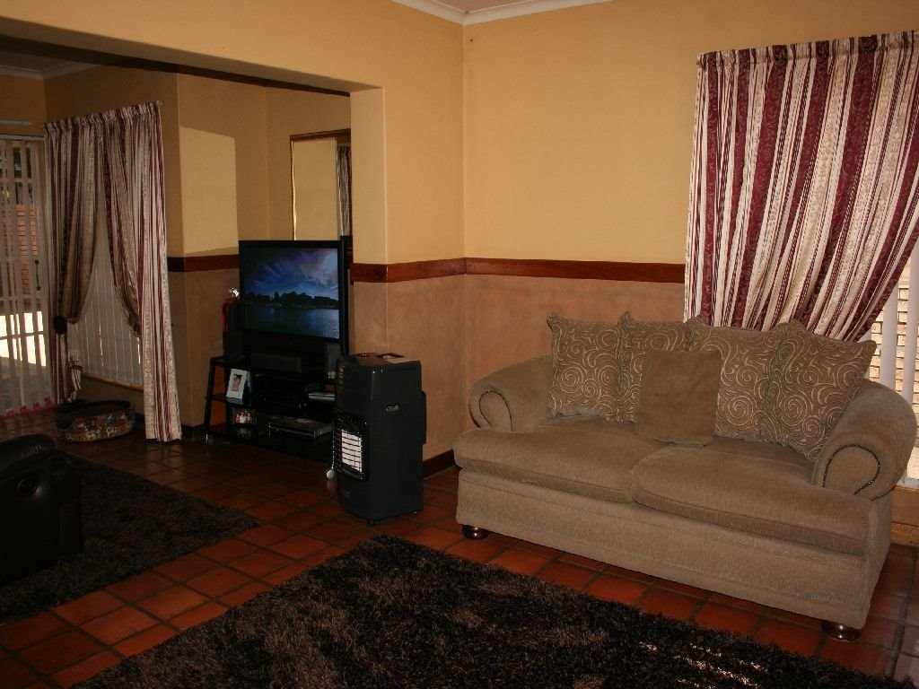 Eike Park property for sale. Ref No: 13488279. Picture no 4