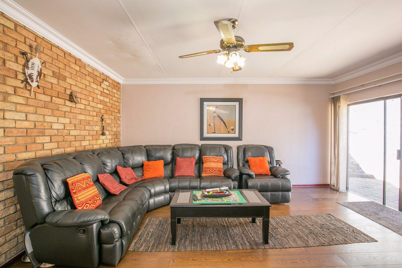 Glenvista property for sale. Ref No: 13524495. Picture no 12