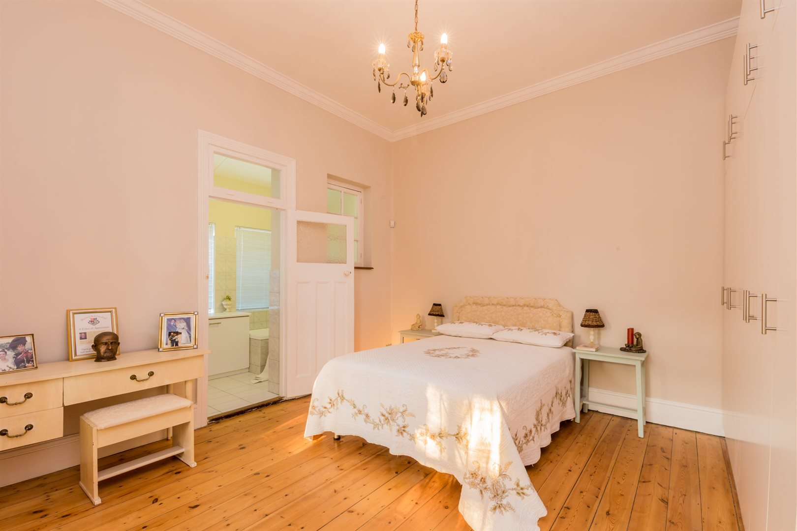 Plumstead property for sale. Ref No: 13554631. Picture no 9