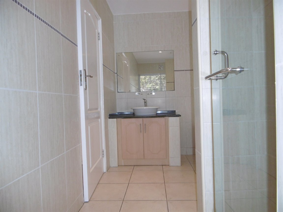 Bryanston property to rent. Ref No: 13372101. Picture no 14