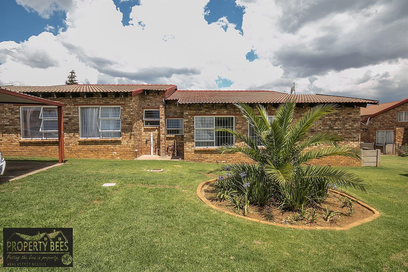 Krugersdorp, Mindalore Property  | Houses For Sale Mindalore, Mindalore, Townhouse 4 bedrooms property for sale Price:680,000
