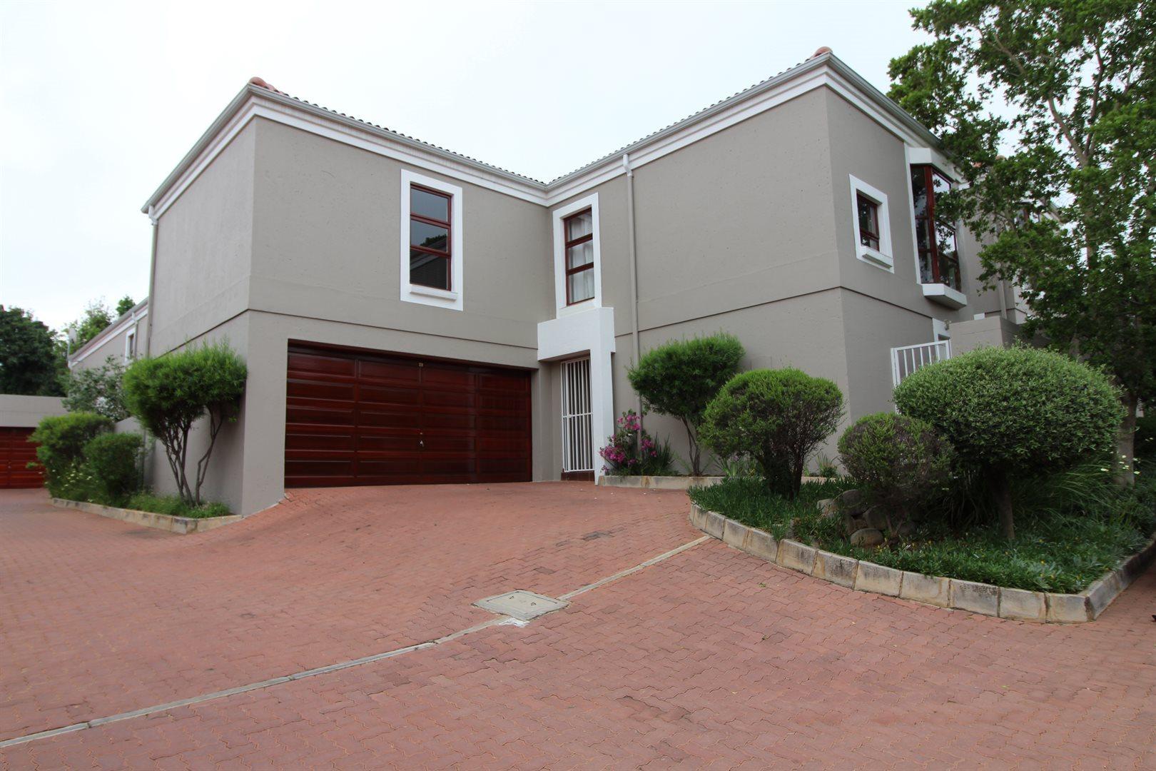 Bryanston property for sale. Ref No: 13551237. Picture no 36