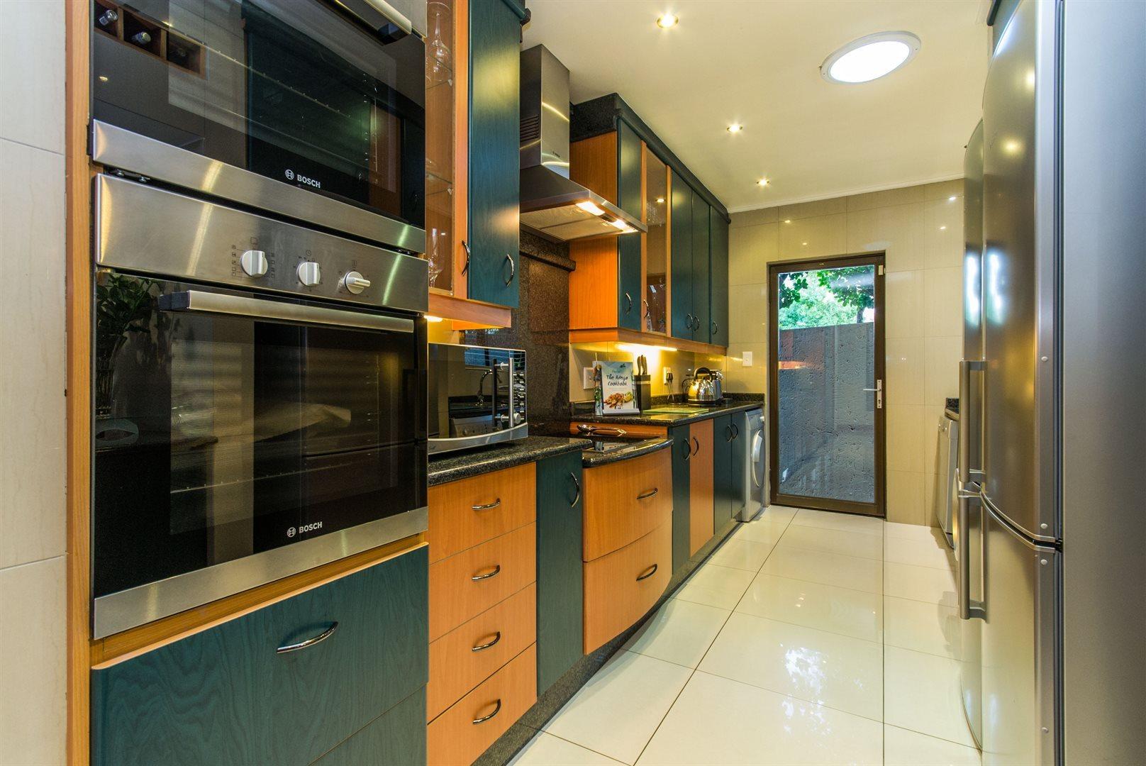 Dainfern Golf Estate property for sale. Ref No: 13526007. Picture no 8