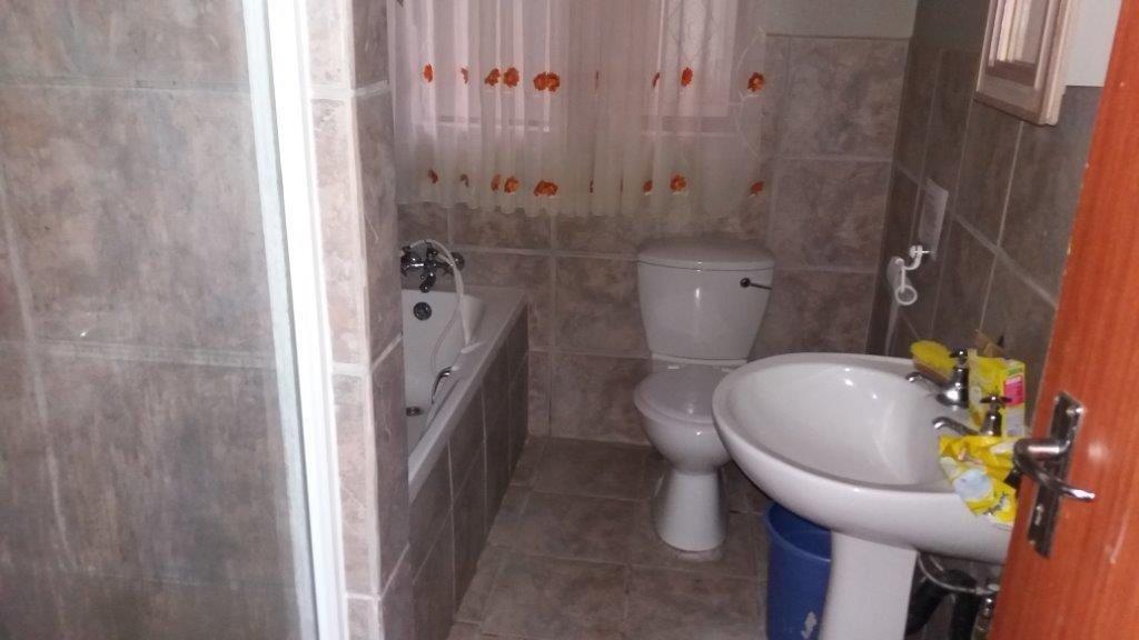 Trafalgar property for sale. Ref No: 13372094. Picture no 18