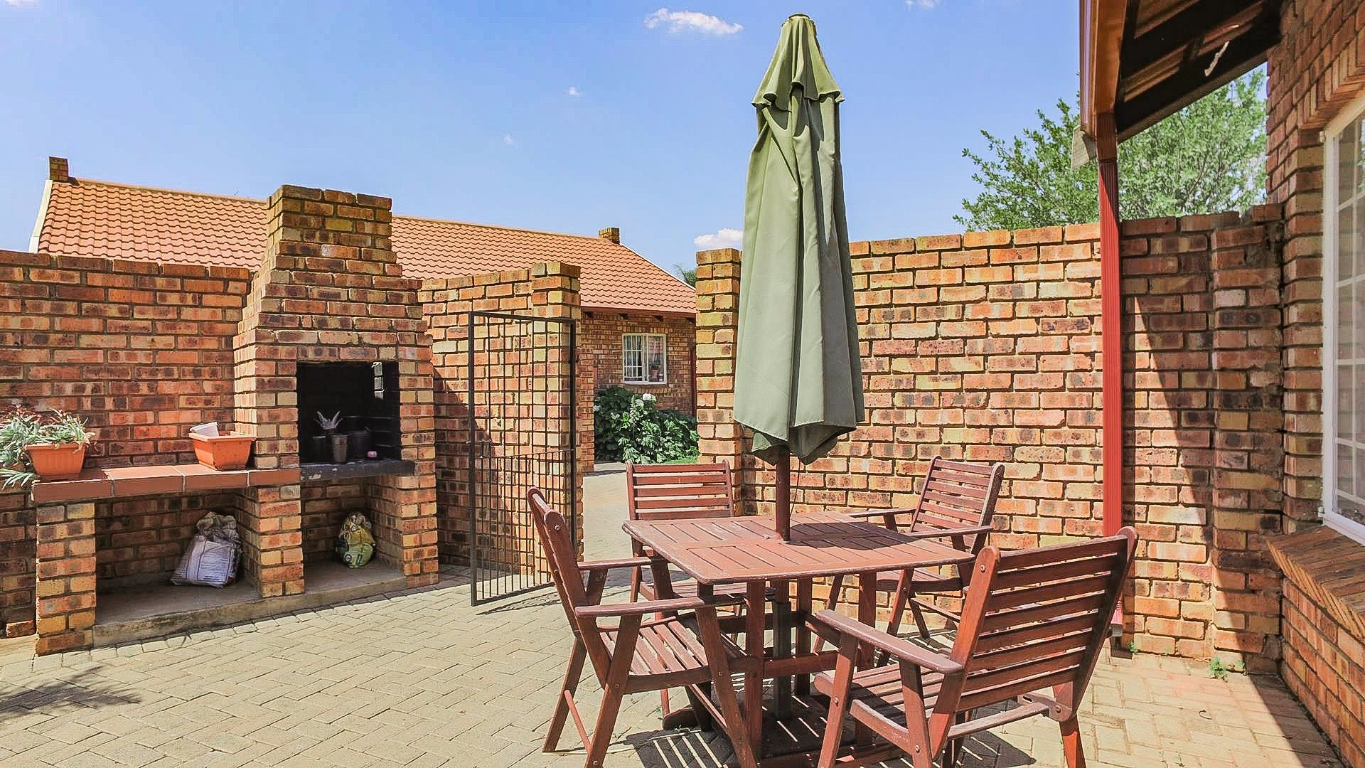 Highveld property for sale. Ref No: 13542050. Picture no 2