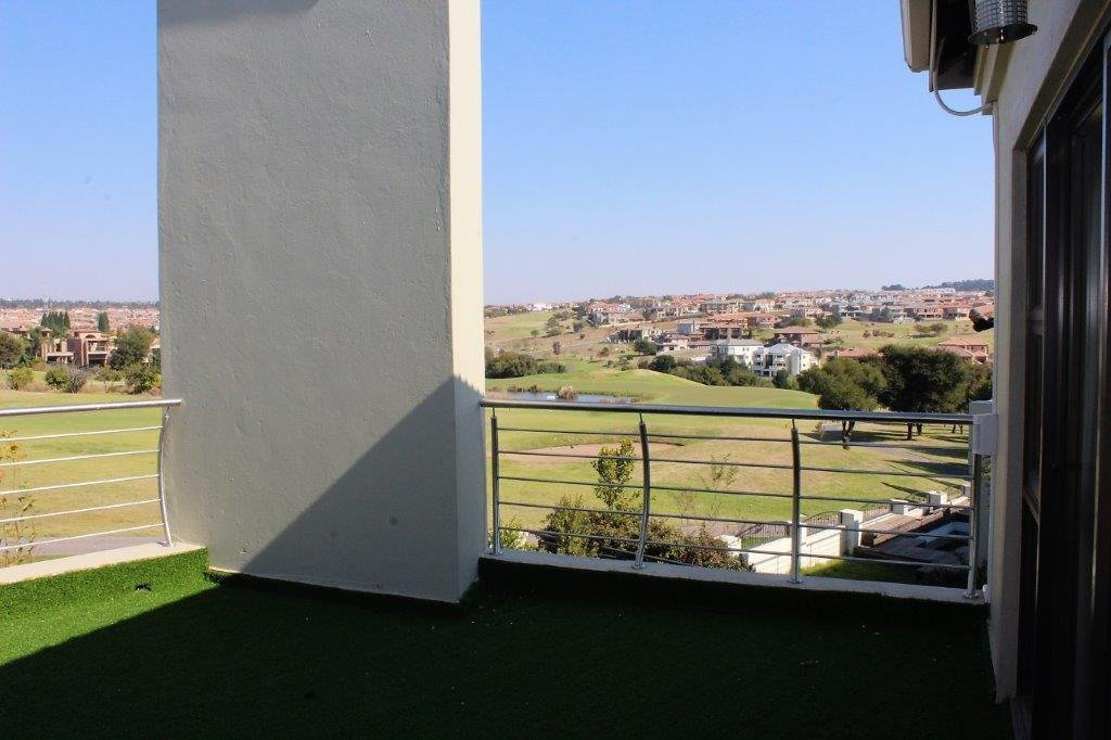Blue Valley Golf Estate property for sale. Ref No: 13491559. Picture no 28