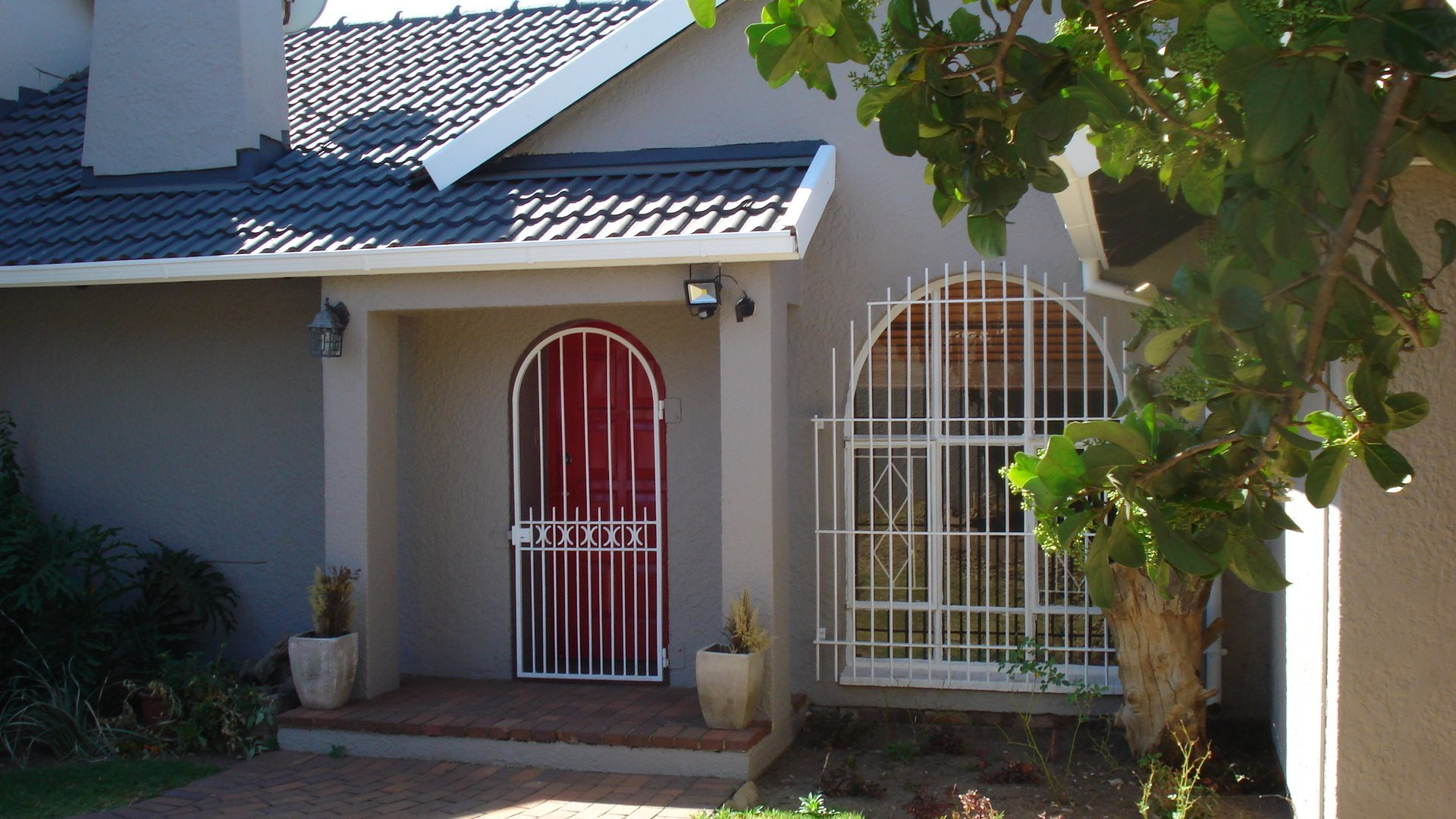 Property and Houses for sale in Randpark Ridge, House, 4 Bedrooms - ZAR 1,999,500