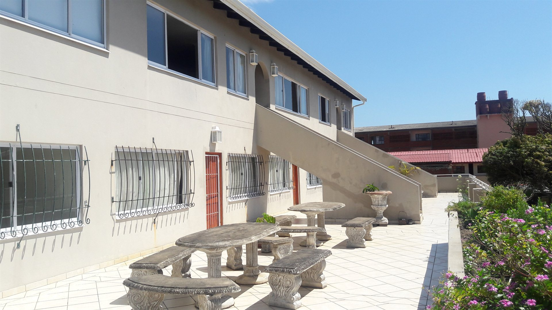 Property and Houses to rent in Scottburgh Central, Apartment, 2 Bedrooms - ZAR ,  5,00*,M