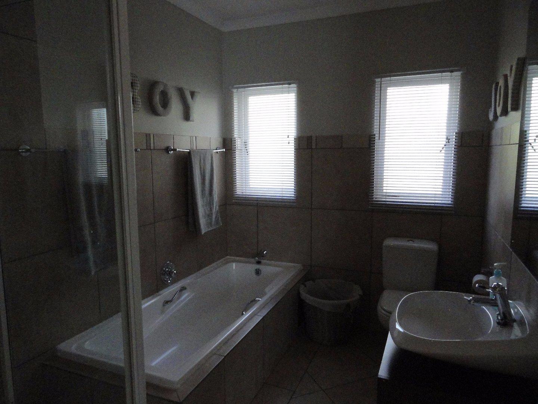Silver Lakes Golf Estate property for sale. Ref No: 13489157. Picture no 21