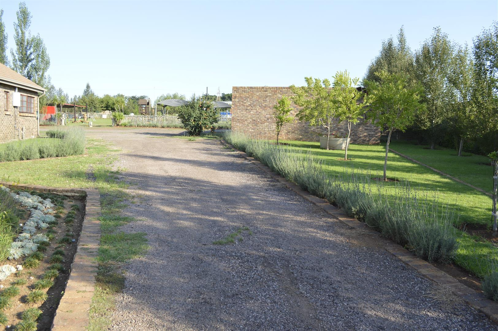 Raslouw A H property for sale. Ref No: 13442161. Picture no 27