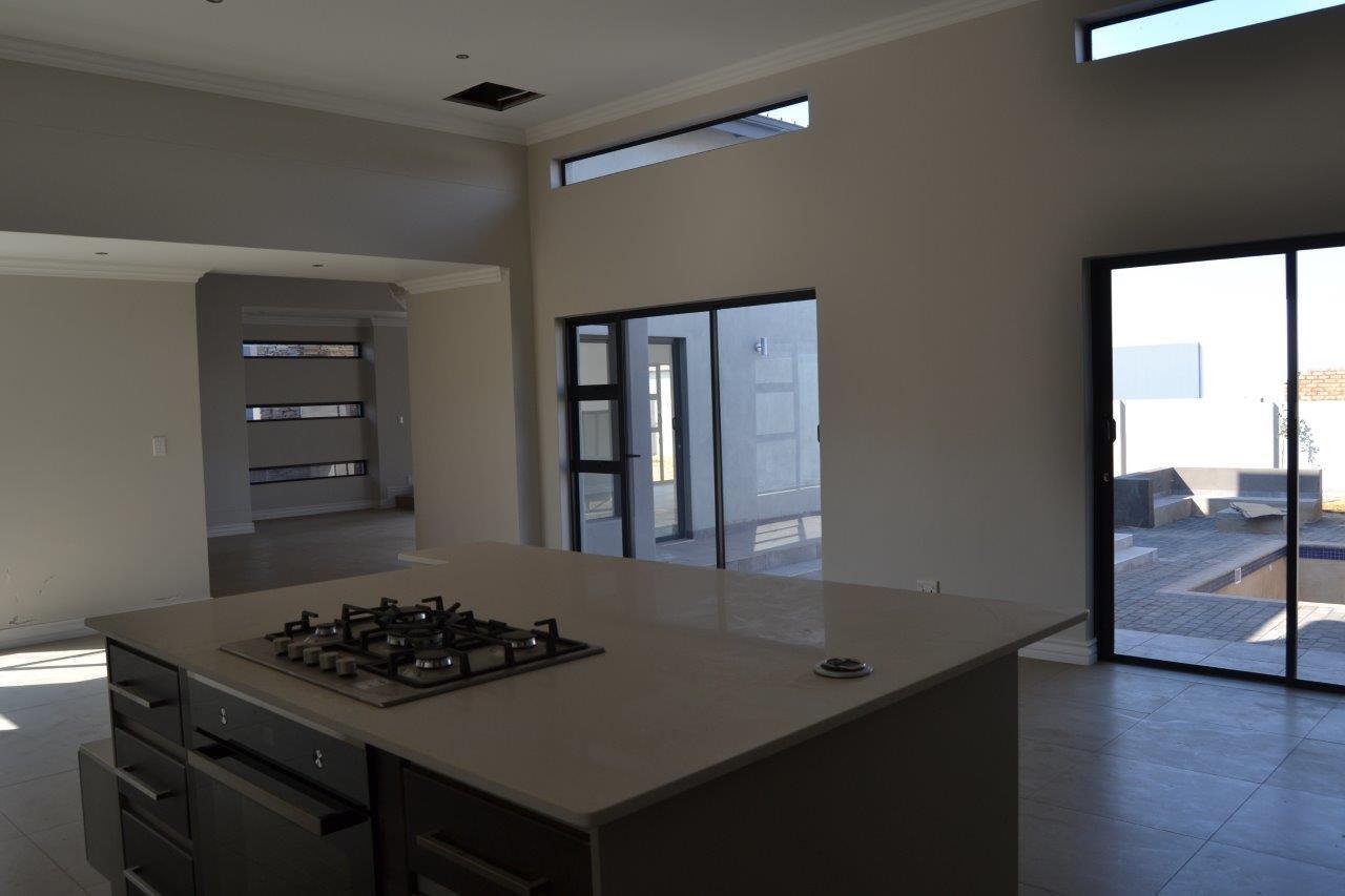 Midstream Ridge Estate property for sale. Ref No: 13500360. Picture no 25