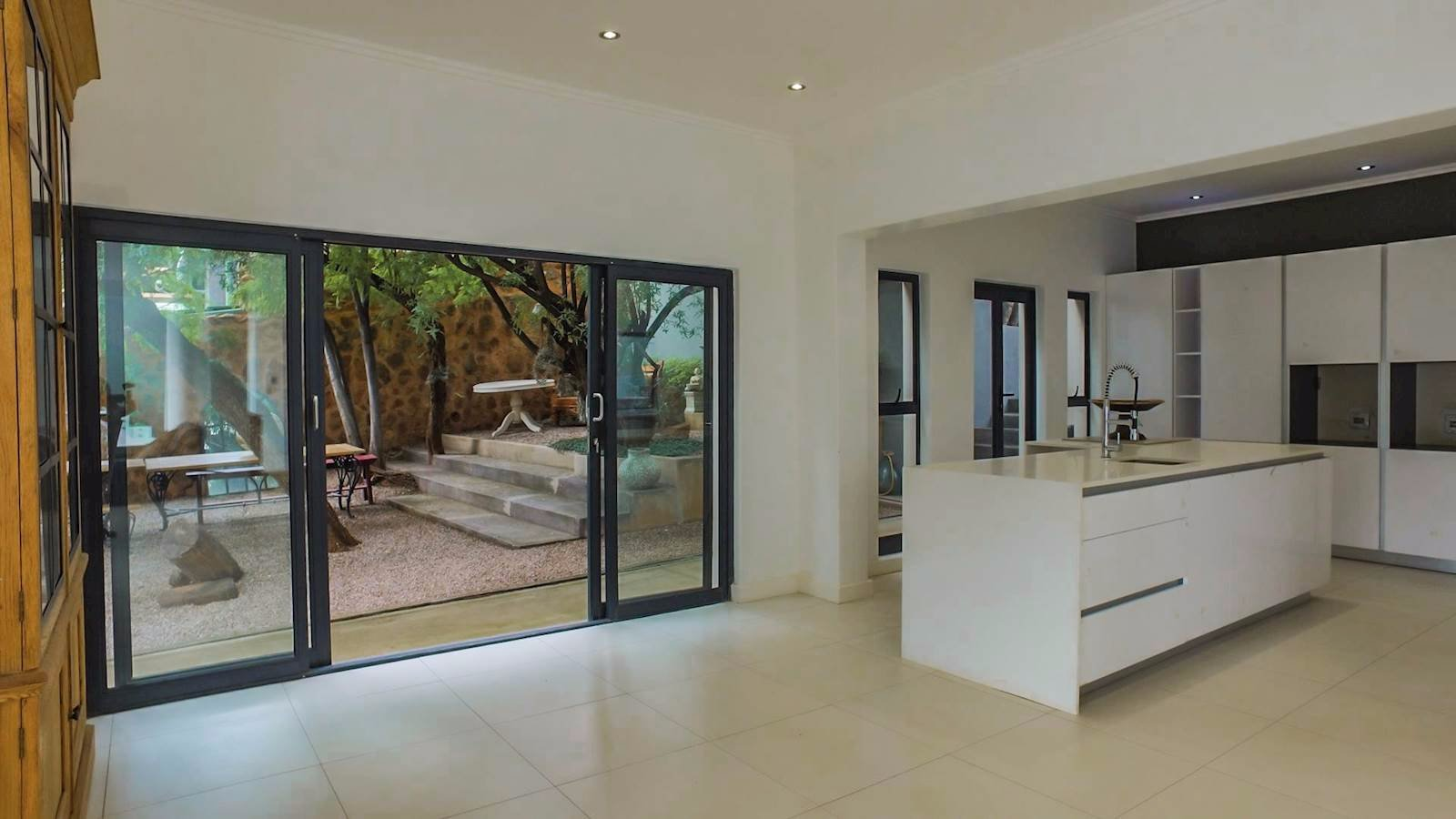Glenvista property for sale. Ref No: 13524841. Picture no 3