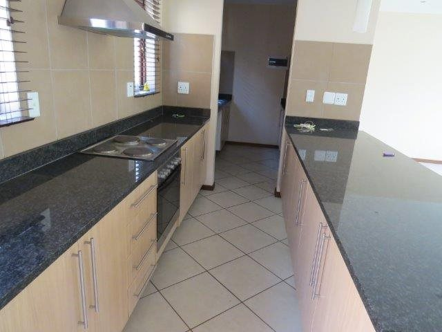 Eldo View property for sale. Ref No: 13548557. Picture no 8