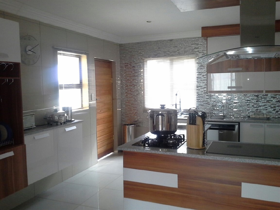 Three Rivers East property for sale. Ref No: 13276344. Picture no 8