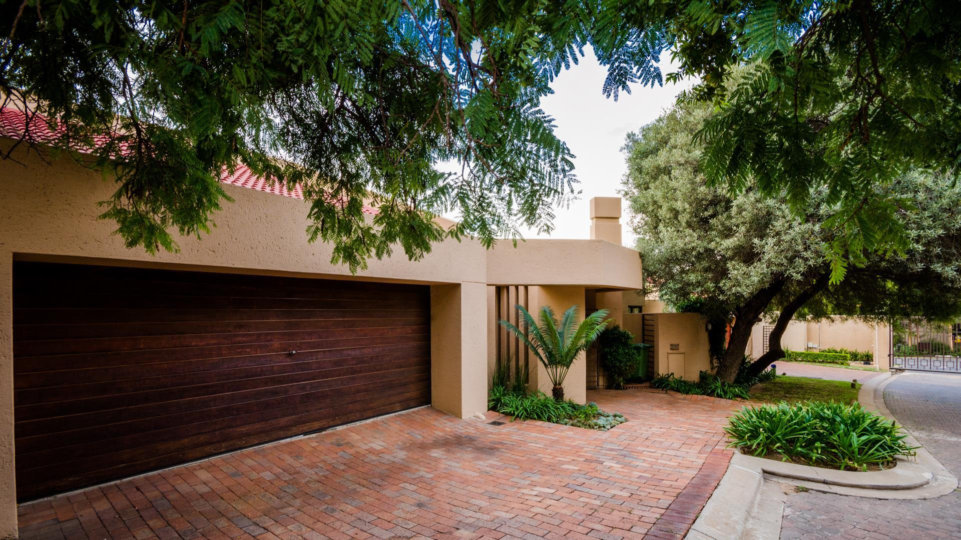 Lonehill property for sale. Ref No: 13445204. Picture no 24