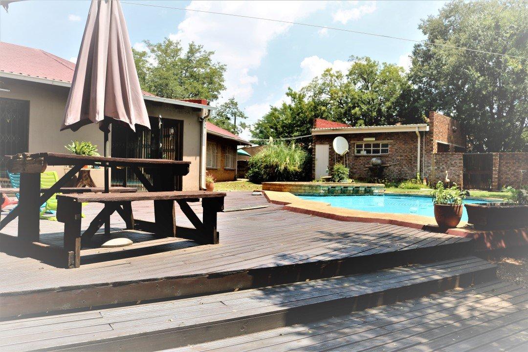 , House, 4 Bedrooms - ZAR 4,900,000