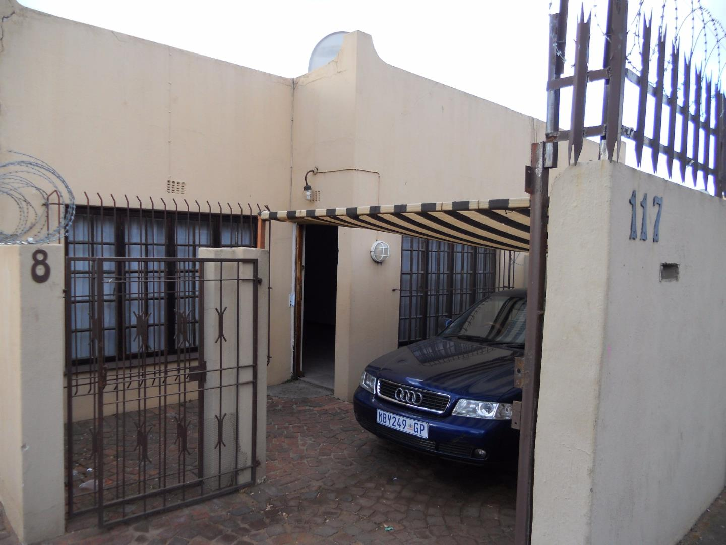 Johannesburg, Turffontein Property  | Houses For Sale Turffontein, Turffontein, Townhouse 2 bedrooms property for sale Price:470,000