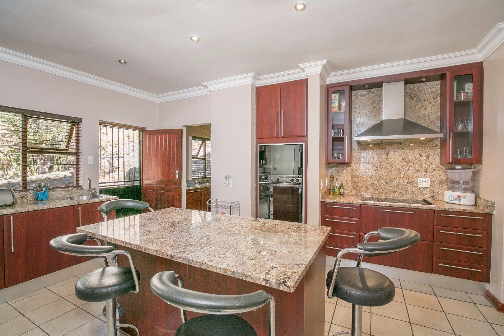 Glenvista property for sale. Ref No: 13524495. Picture no 5