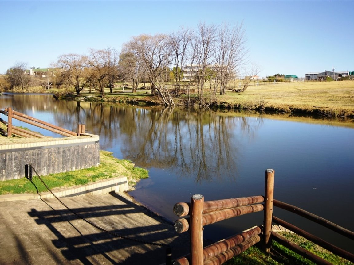 Three Rivers East property for sale. Ref No: 13378538. Picture no 22
