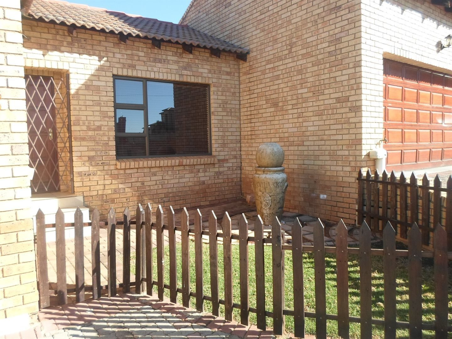 Krugersdorp, Chancliff A H Property  | Houses For Sale Chancliff A H, Chancliff A H, Townhouse 2 bedrooms property for sale Price:795,000