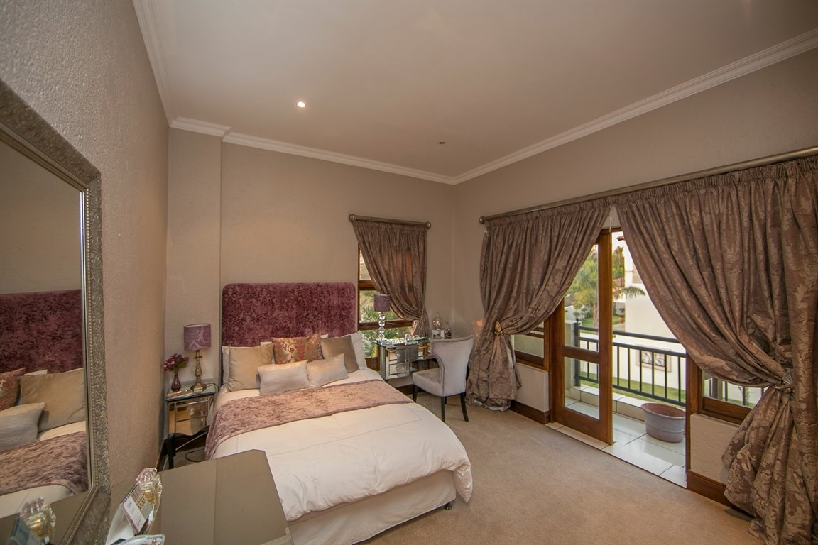 Fourways property for sale. Ref No: 13401727. Picture no 12