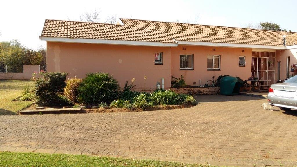 Three Rivers East property for sale. Ref No: 12792601. Picture no 1