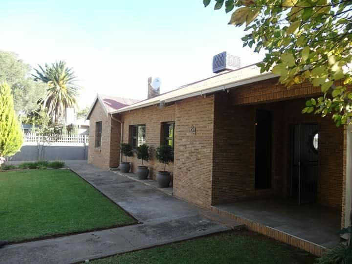 Property and Houses for sale in Northern Cape - Page 4, House, 4 Bedrooms - ZAR 1,990,000