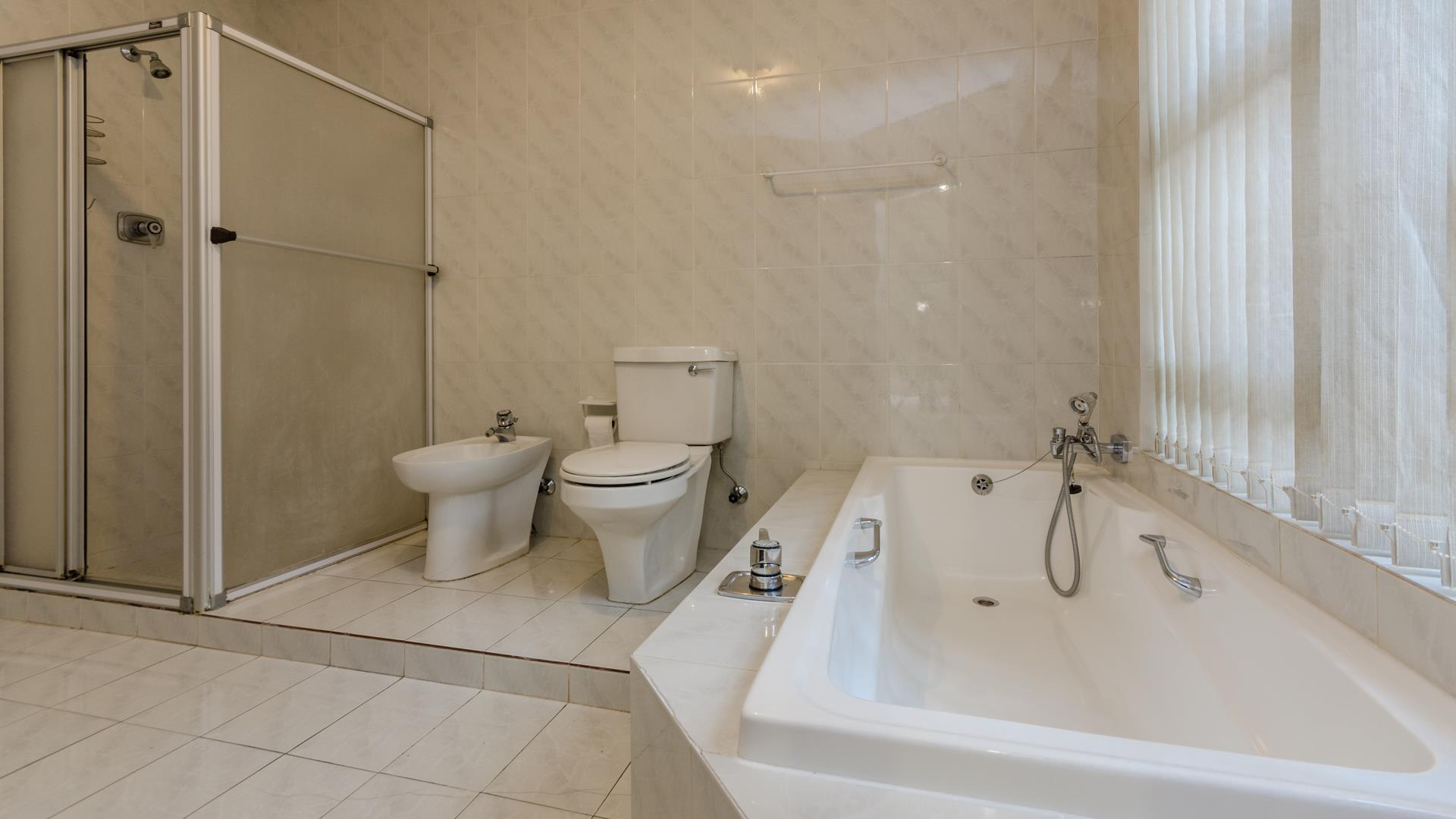 Lonehill property for sale. Ref No: 13445204. Picture no 11