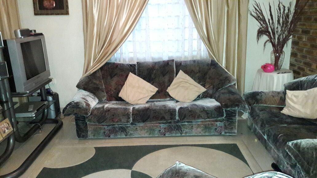 Brackenham property for sale. Ref No: 13387038. Picture no 4
