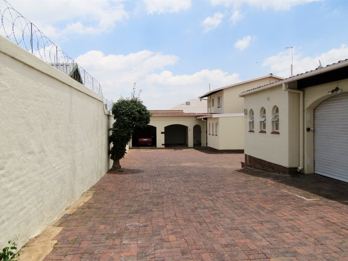 Parkmore property to rent. Ref No: 13400827. Picture no 9