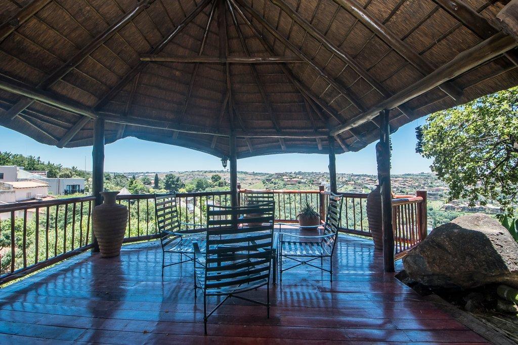Glenvista property for sale. Ref No: 13529565. Picture no 33