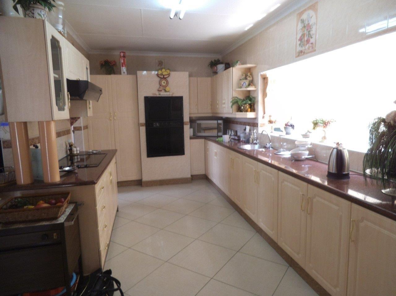 Glenvista property for sale. Ref No: 13624500. Picture no 40